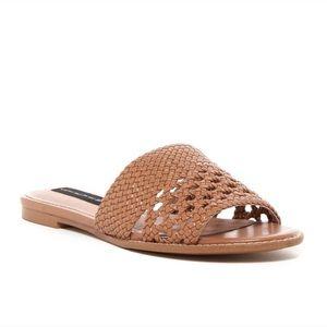 ☀️SALE☀️ STEVE MADDEN tan woven slide sandals